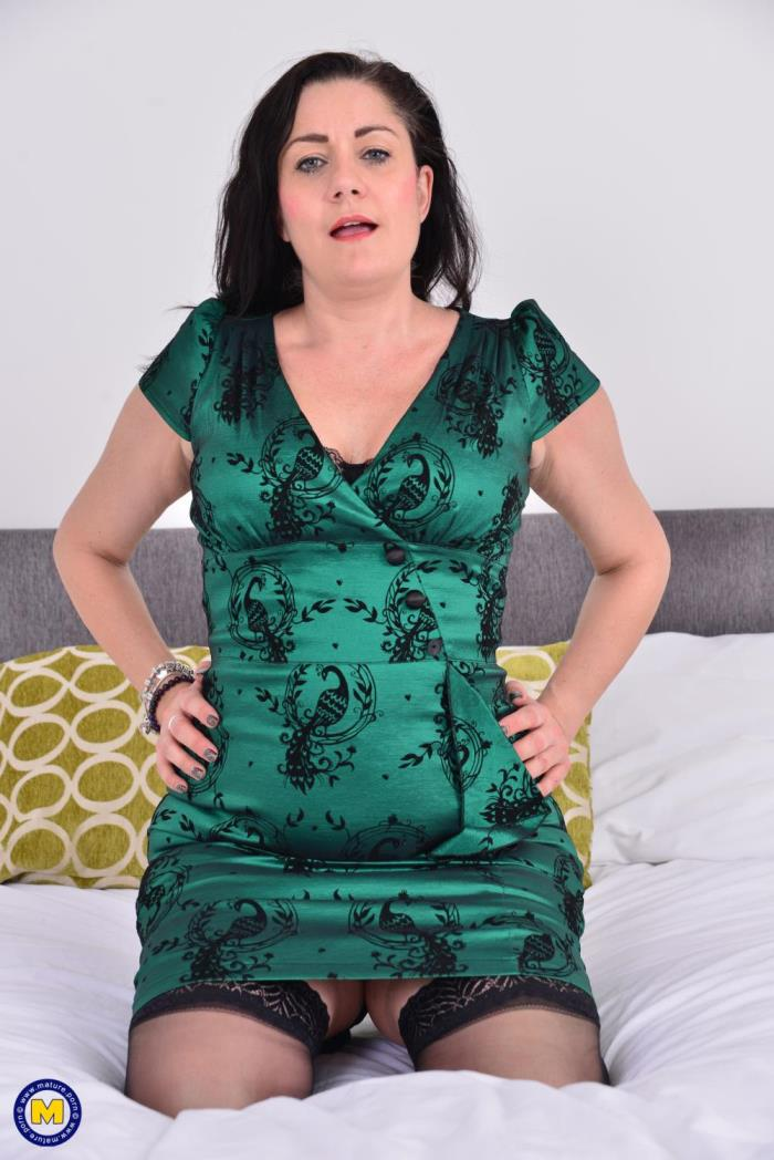 [Mature.porn] Leia Organa (EU) (48) [British housewife Leia goes wild] [FullHD]
