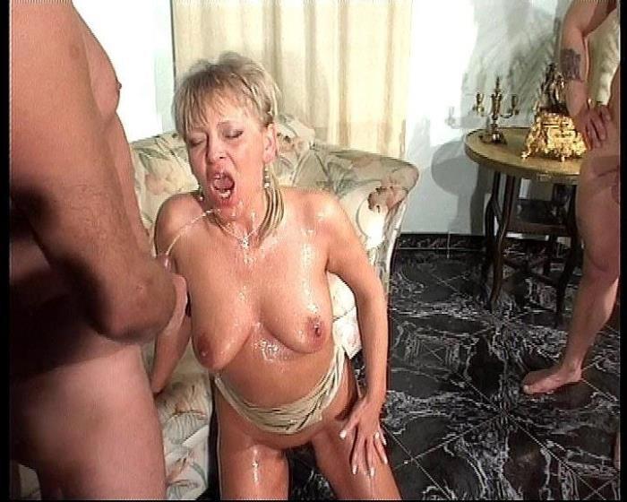 [TuttiFruttiClub European Amateurs] Amateur [Sutty old MILF] [SD]