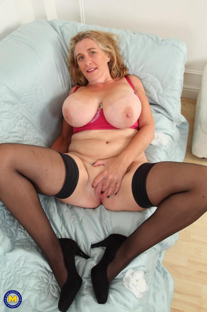 [Mature.porn] Camilla C. (EU) (45) [British big breasted Camilla playing with herself] [FullHD]