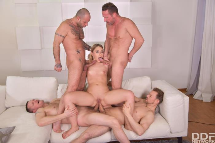 [HandsOnHardcore - DDFNetwork] Selvaggia [Extreme Gangbang Makes Her Scream] [FullHD]