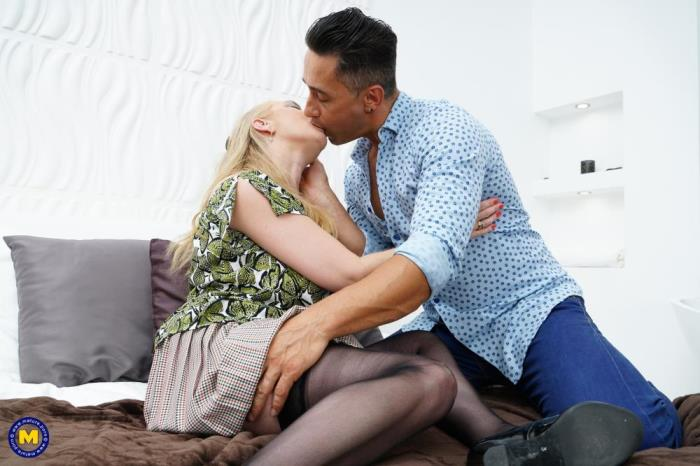 [Mature.porn] Lily May (EU) (49) [British big breasted lady fucking and sucking] [FullHD]