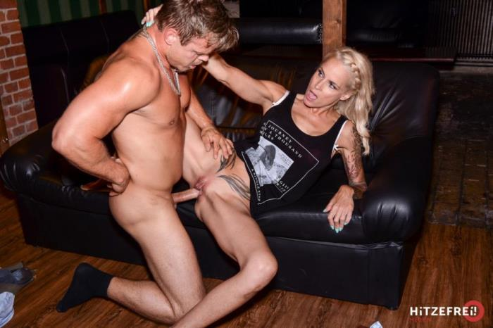 [Hitzefrei – German Porn Mega Site] Sophie Logan [SWINGER SEX AT NOON] [FullHD]