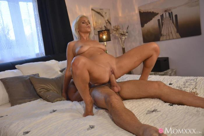 Kathy Anderson [Amazing natural MILF gets creampie] [SD] MomXXX