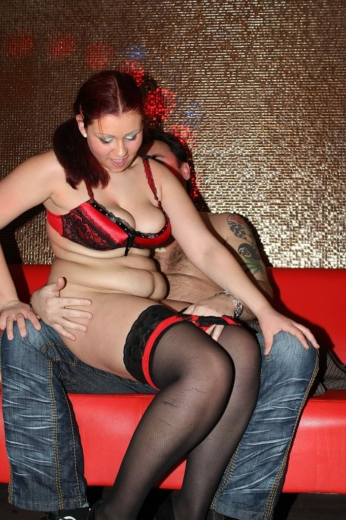 Sandy, Slut Suzy [Sandy and slut Suzy on swinger party] [HD] Tuttifrutti